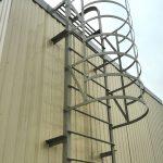 Пожарная лестница смонтированная на объекте